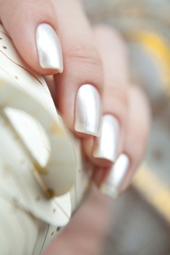 Deborah_Lippmann_Let_It_Snow_10