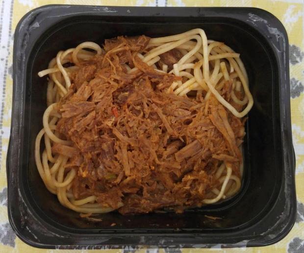 É assim que vem a comidinha do Bistrot, esse é o macarrão integral com carne.